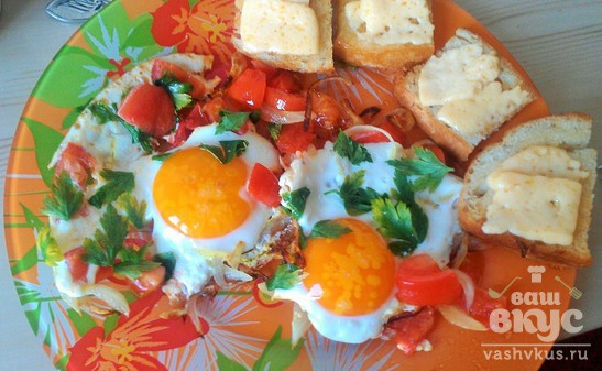 Яичница с помидорами и зеленью