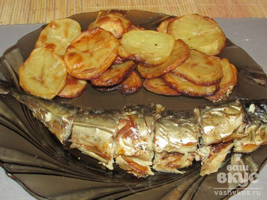 Запеченная скумбрия с картофелем