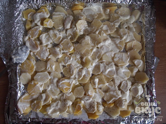 Картофель, запеченный с курицей, грибами и сыром