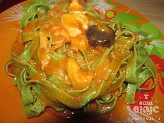 Паста со шпинатом в томатном соусе