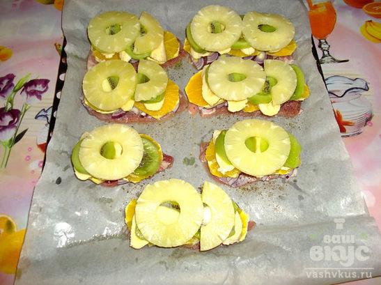 Отбивная с фруктами