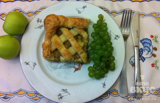 Слоеный пирог с яблочно-виноградной начинкой