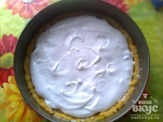 Песочный пирог с красной смородиной и бизе