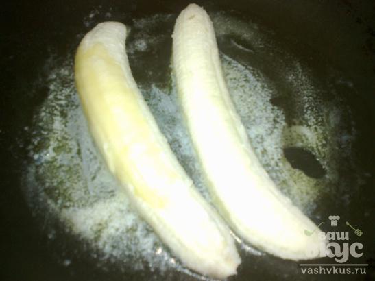 Мороженое с жареным бананом