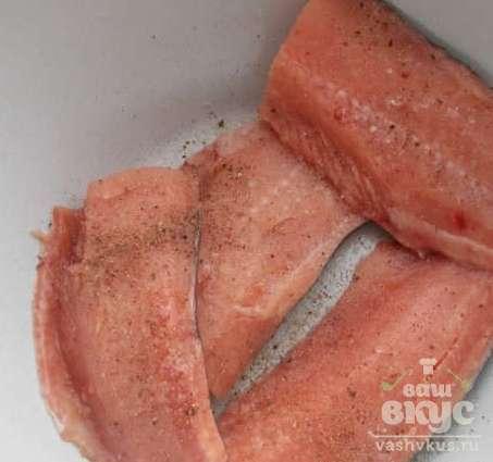 Горбуша с соусом из красной икры
