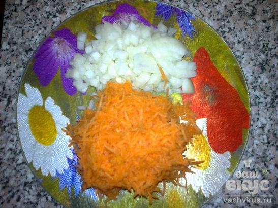 Камбала запеченная с овощами и грибами