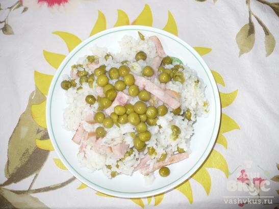 Рис с ветчиной и зеленым горошком