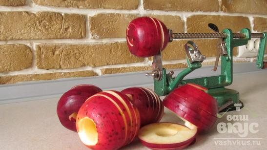 Пирог с яблоками и абрикосовым вареньем
