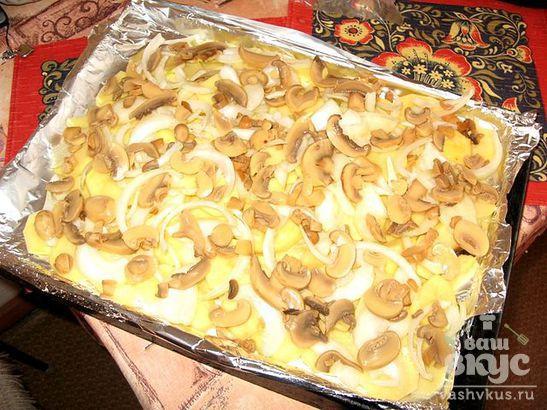 Запечённый картофель с квашеной капустой и грибами