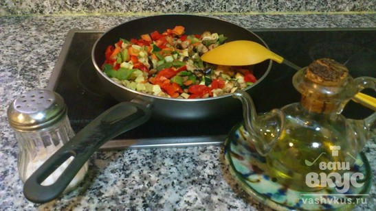 Семга с овощами и рисом