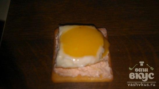Оригинальный бутерброд с маслом лосося
