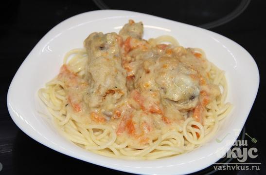 Спагетти с курицей в соусе на основе молока