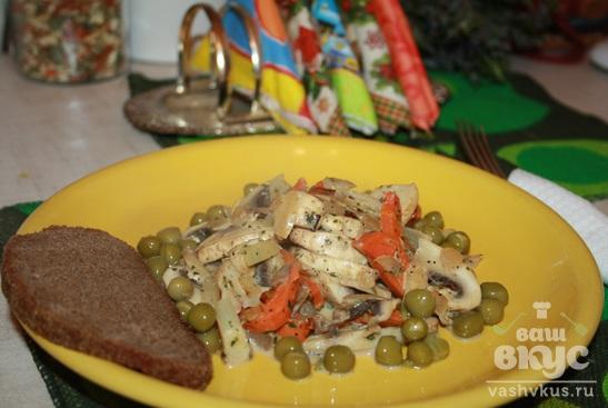 Шампиньоны с овощами в сливочном соусе