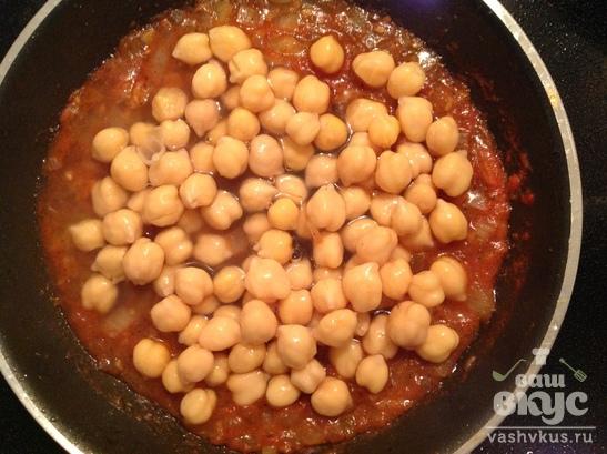 Куриные грудки под томатным соусом с нутом