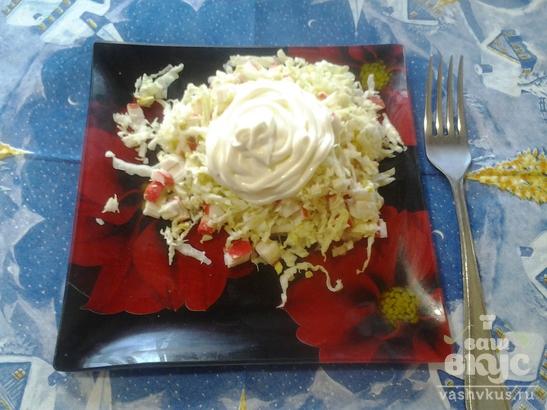 Лёгкий салатик из пекинской капусты с крабовыми палочками