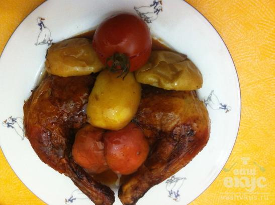 Курица, фаршированная яблоками с курагой