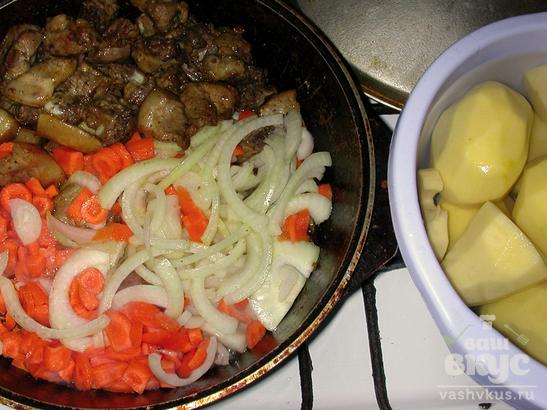 Молодая свинина, тушеная с картофелем и овощами