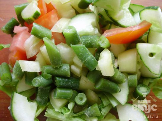 Свежий салат с тунцом