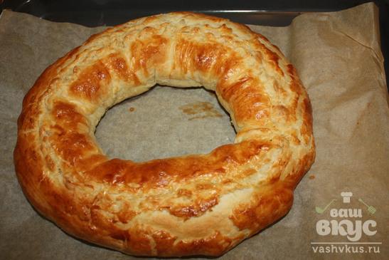 Пирог-кольцо из слоенного теста