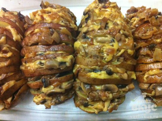 Запеченный картофель, фаршированный грибами и сыром