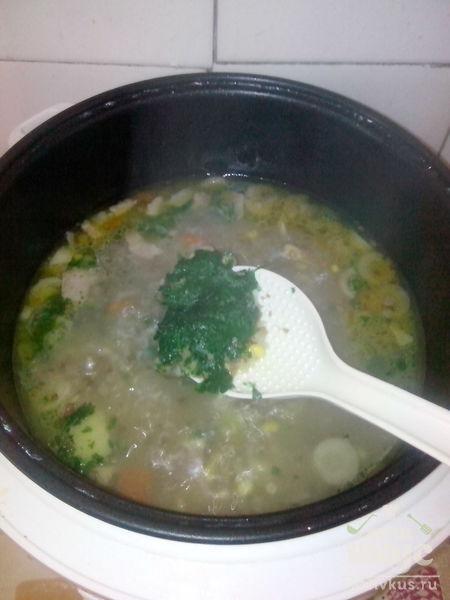 Весенний гречнево-грибной суп с кукурузой, зеленым горошком и беконом