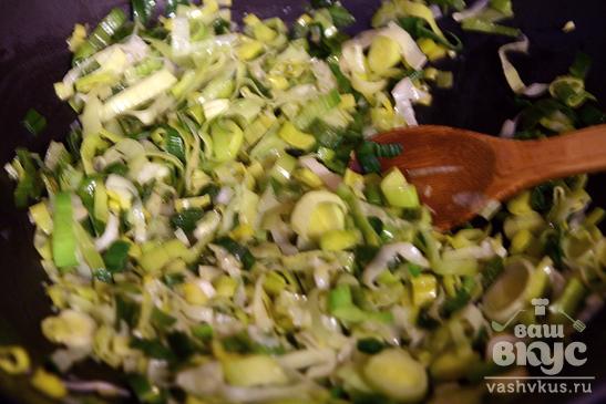Суфле из лука-порея с грецкими орехами