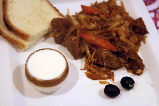 Тушеная говядина с капустой