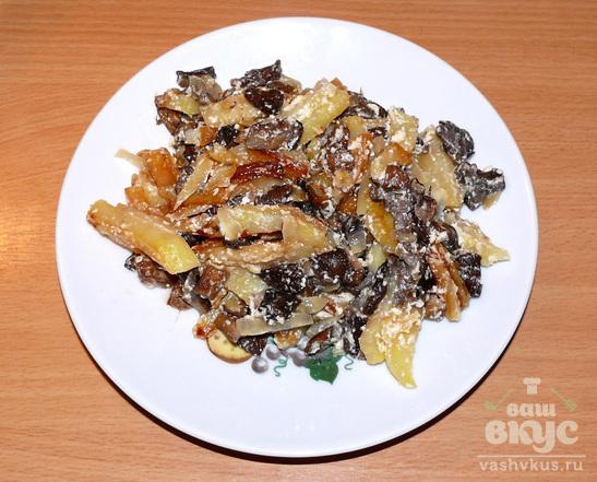 Грибы жареные с картофелем в сметане