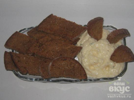 Ржаные сухарики с сырно-чесночным соусом
