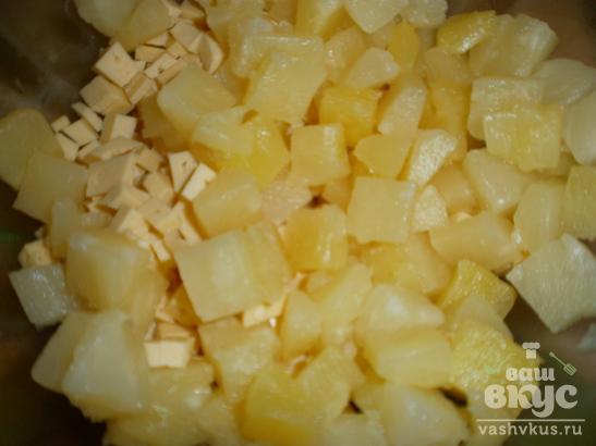 Легкий салат с ананасами
