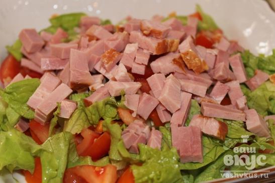 Овощной салат с копченым мясом