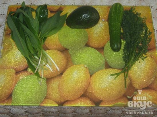 Зелёный весенний салат с черемшой и авокадо