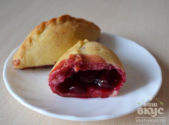 Пирожки с вишней на дрожжевом тесте