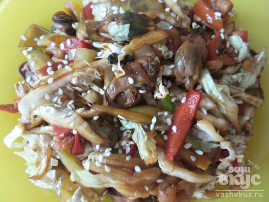 Салат с пекинской капустой и морепродуктами