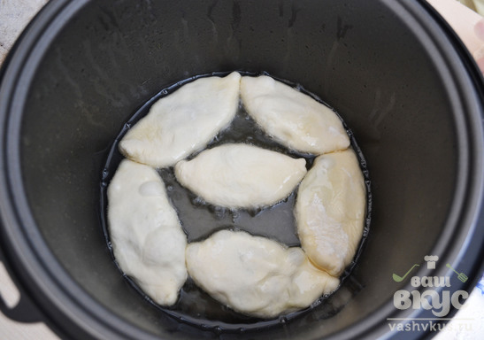 Жареные пирожки в мультиварке