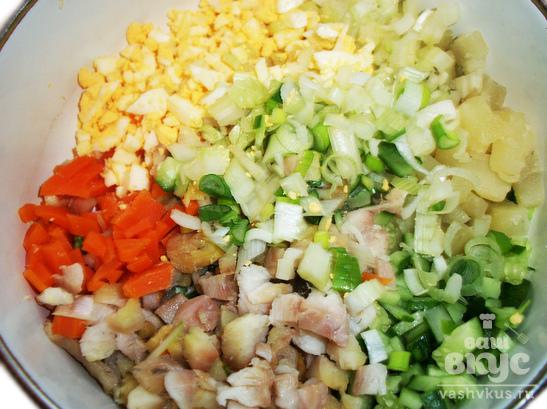 Салат с копченым угрем и сельдереем