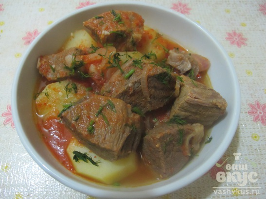 Картофель с говядиной в томатном соусе в мультиварке
