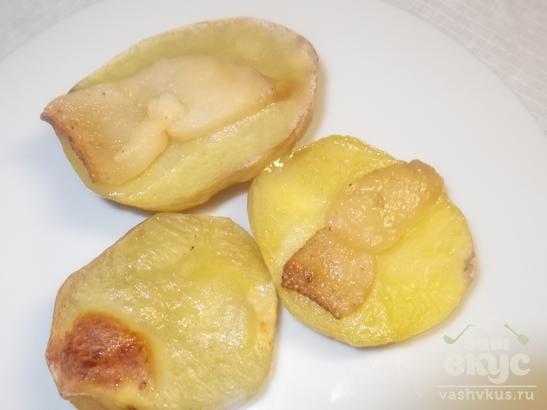 Печеный картофель с икрой мойвы