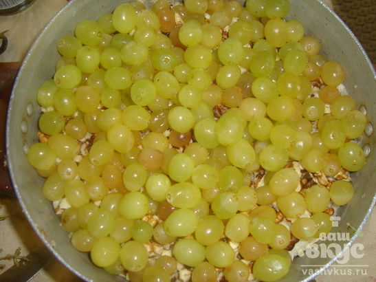 Салат с мясом и виноградом