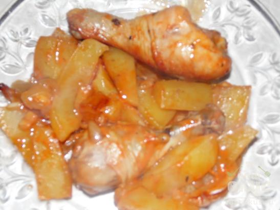 Запеченные куриные голени с картофелем в кетчупе и майонезе