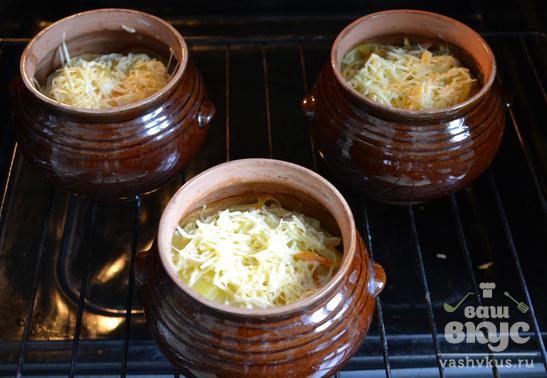 Картошка под сыром в горшочках