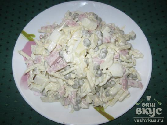 """Салат с колбасой и яблоком """"Простой"""""""