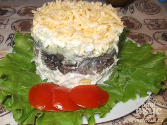 """Легкий слоеный салат с грибами и сыром """"Башня"""""""