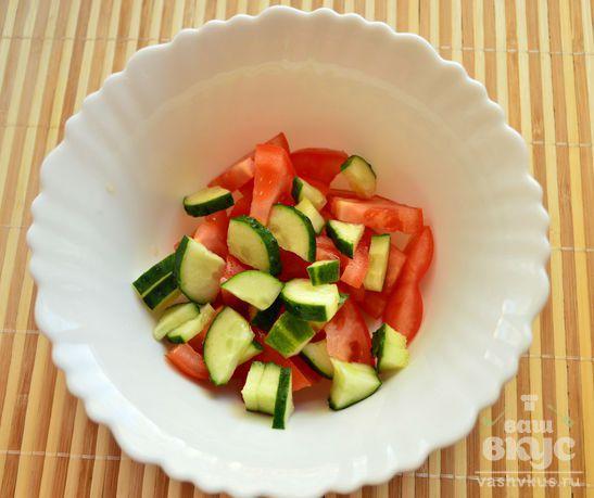 Овощной салат с сыром и крабовыми  палочками