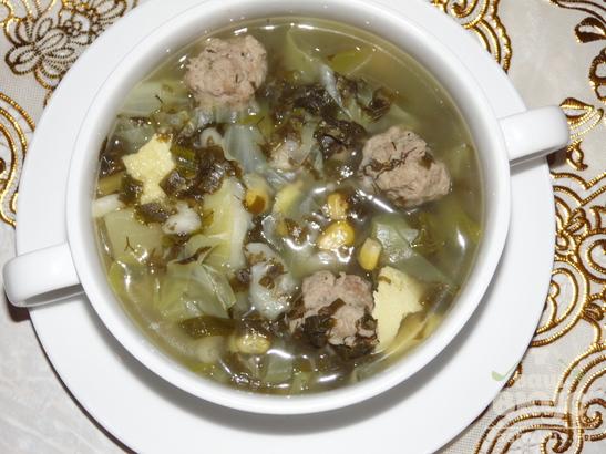 Зеленый суп с фрикадельками, кукурузой и омлетом в мультиварке