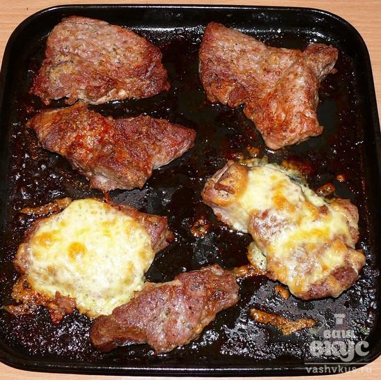 Запеченная свинина с жареной фасолью