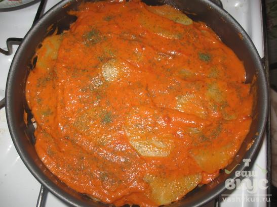 Свинина с картофелем под томатным соусом