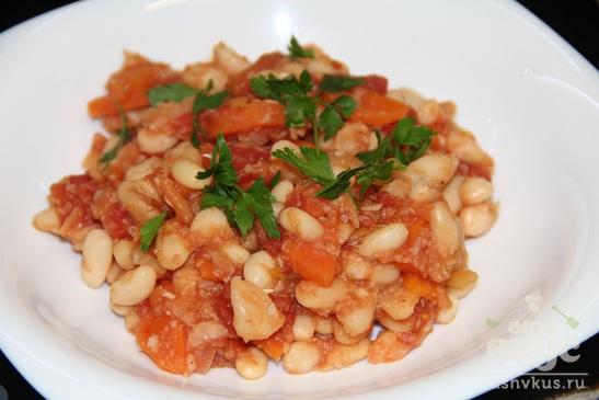 Фасоль с морковью в томатном соусе