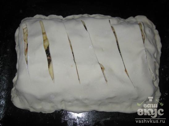 Слоеный  пирог с яблоками и орехами