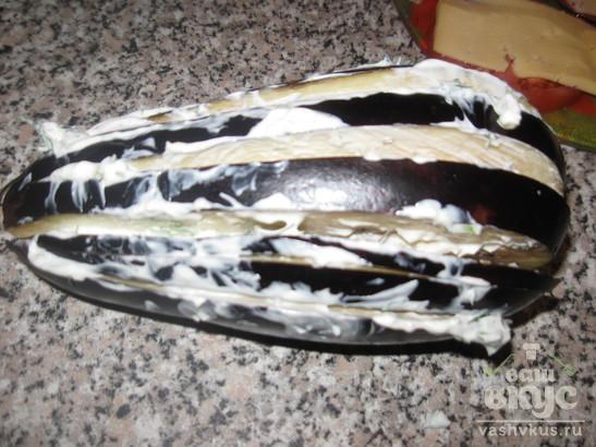 Баклажан, запеченный с помидором и сыром